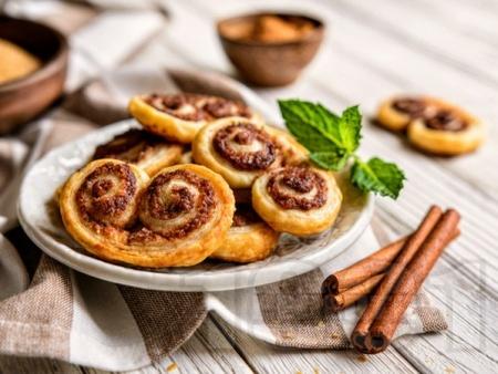 Сладки сълзици от бутер тесто с пълнеж от течен шоколад - лесни и бързи рулца - снимка на рецептата